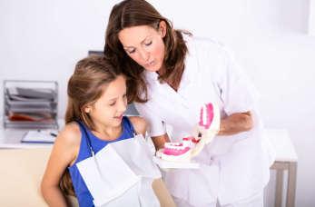Jak kompleksowo zadbać o zęby dziecka?