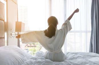 Czym różni się zwykły pokój hotelowy od apartamentu?