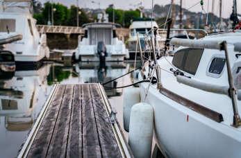 Jak zabezpieczyć jacht przed porostami?