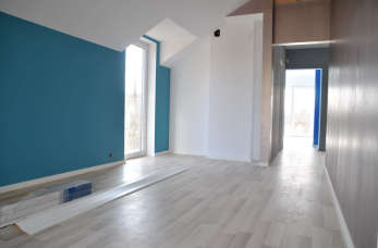 Panele podłogowe tanią i estetyczną podłogą. Jak prawidłowo je zamontować?