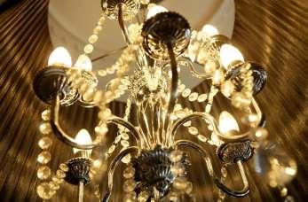 Stylowe oświetlenie retro z metaloplastyki