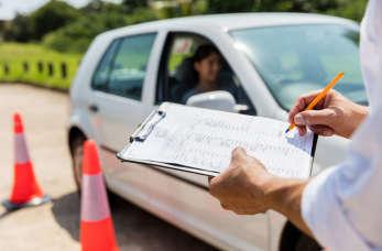 Instruktor nauki jazdy – dobry zawód
