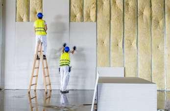 Ściany biurowe z płyt g-k. Gdzie i kiedy warto je stosować?