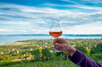 Co warto zobaczyć nad Balatonem? Jezioro termalne, winnice i zabytkowe miasteczka