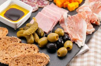 Usługi cateringowe – jak wybrać odpowiednie dania?