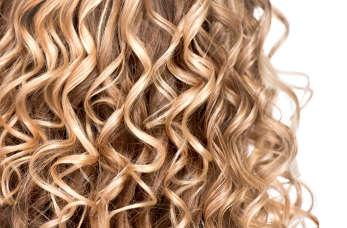 Modna fryzura dla pań na wesele – na co warto się zdecydować?