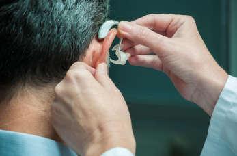 Popularne urządzenia wspomagające aparat słuchowy