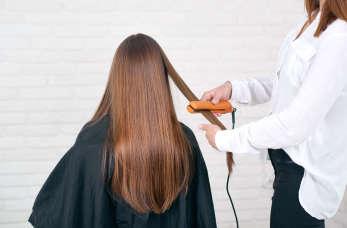Keratynowe prostowanie włosów - na czym polega i jakie daje efekty?