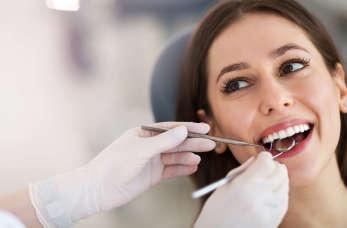 Na czym polega piaskowanie zębów i jakie daje efekty?