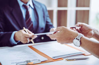 Dlaczego warto korzystać z usług agencji pośrednictwa pracy?