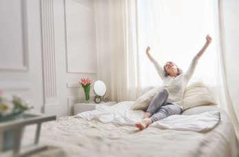 Przytulna sypialnia w twoim domu. Jak ją zaaranżować?