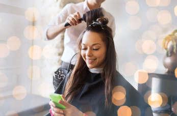 Dlaczego i kiedy warto skorzystać z usług mobilnego fryzjera?