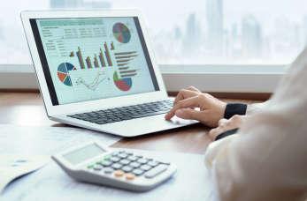 Czym zajmą się księgowi w zakresie prowadzenia spraw kadrowych firmy?