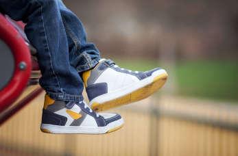 Jak dobrać obuwie dla dziecka? Poradnik dla rodziców
