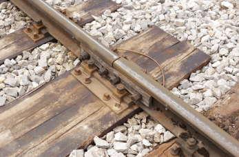 Jak przebiega budowa i remont torów kolejowych?