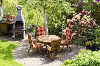 Jak zaprojektować wymarzony ogród na niewielkiej działce? Poradnik