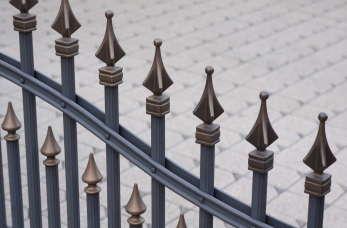 Ogrodzenie nieruchomości. Jak je postawić zgodnie z przepisami?