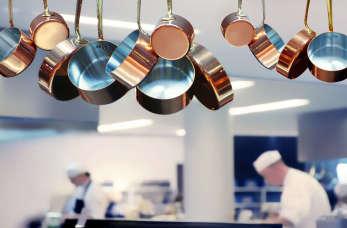 Punkt gastronomiczny od kuchni – wyposażenie to podstawa