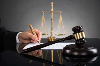 Radca prawny czy adwokat. U kogo szukać pomocy?