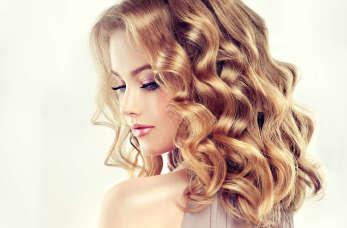 Najpiękniejsze fryzury na studniówkę. Jak uczesać się na bal?