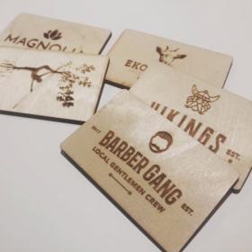 Drewniane wizytówki z grawerem